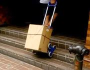 """秘密は""""3輪""""!階段もラクラク登れる折りたたみ式カート"""