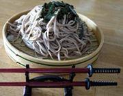 腹が減っては戦はできぬ! 日本刀型の箸でござる