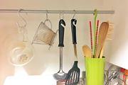 """かさばる調理器具は""""ぶら下げて""""収納! 優秀なキッチンフック"""
