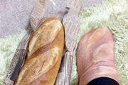 パン好きは足元から? 足がフランスパンになる靴下を発見