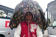 """防御力UP!  体をすっぽり包む""""鳥かご型""""の傘なら暴風雨でも安心"""