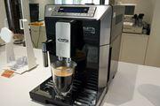 高機能なのに簡単操作! 深蒸しレギュラーコーヒーと豊富なミルクメニューが味わえるデロンギ「エレッタ」