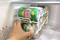 冷えた缶から先に飲める! コロコロ転がる収納ラックで冷蔵庫スッキリ