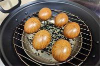 """キッチンで燻製が作れる! 煙を閉じ込める""""鉄製燻製鍋""""で本格スモーク生活♪"""