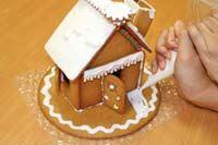 """憧れの""""お菓子の家""""が現実に! 組み立てキットで簡単に作れちゃった♪"""