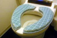 便座がソファに変身! 「マシュマロ便座クッション」で快適トイレライフ