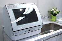 ガラストップで中が丸見え! AQUAから、1度に24点洗える食器洗い機が登場