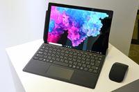 「Surface」の新色ブラックモデルはUSBポートの奥まで真っ黒