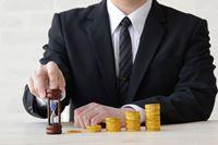 """""""高値づかみ""""を防ぐ初心者向け投資法「ドルコスト平均法」の長所と短所を解説"""