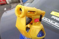 ボディもガラスもこれ1本。話題の「バズーカ洗車」の効力はいかほどか?