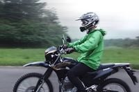 """動画試乗レポ! カワサキのオフロードバイク「KLX230」に""""バイク野郎""""が乗ってみた"""