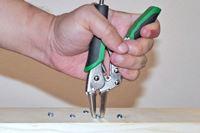 DIYの強い味方! 「ミゾがつぶれたネジ」を抜く専用工具が頼もしい