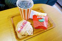 「業務用のバーガー袋」で自家製バーガーをチェーン店っぽくする遊びが楽しい