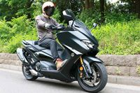 もはやスポーツバイク! ヤマハ「TMAX560 TECH MAX ABS」の加速力とハンドリングが気持ちいい
