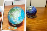 地球を素手でわしづかみ! AR地球儀「ほぼ日のアースボール」は大人も夢中になれる