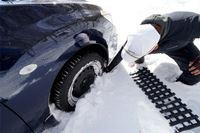 急な豪雪やスタック時に…「脱出用ラダー」を常備しよう!