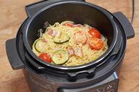 """簡単すぎてウマすぎる。アイリスオーヤマの電気調理鍋で""""ずぼら""""パスタ【動画】"""