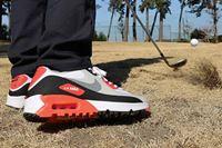 ゴルフ版の「エアマックス」は、コースで履いて普通にプレーできるのか!?