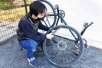 ツーリング中のパンクが不安な人必見! 自転車のチューブ交換と修理の方法をプロに聞いてきた