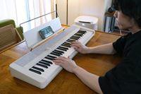 おしゃれキーボード「カシオトーン CT-S1」でピアノ未経験男子が演奏に挑戦