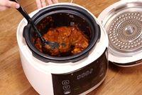 電気圧力鍋は1度使うと手放せない! 濃厚な無水カレーも時短で完成【動画】