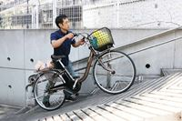 自転車を押して歩く時もアシスト機能で楽々! パナソニック「ビビ・L・押し歩き」が便利