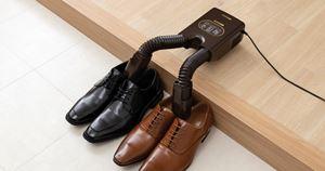 120分で靴が乾く! アイリスオーヤマ「脱臭くつ乾燥機」があれば雨ふりが怖くない