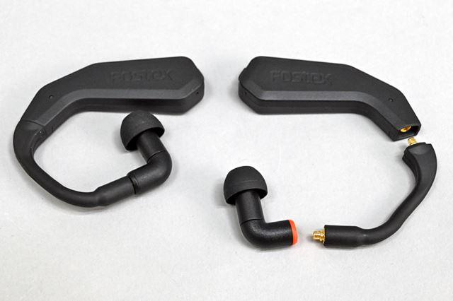 イヤホン部分は、通信機能などを備えた本体、本体とイヤホンをつなぐケーブル、イヤホンの3パーツで構成。ケーブルやイヤホンを交換できるのは、ほかの完全ワイヤレスイヤホンにない大きな特徴だ