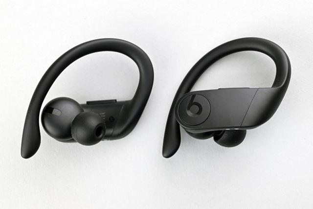 イヤーフックを採用したスタイルは、「Powerbeats3 Wireless」に近いが、細部が若干異なる