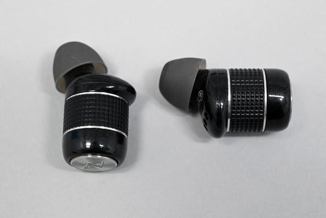 タル型のイヤホン本体。アルミと無垢ジュラルミンを使用することで、軽さと耐久性の両立を実現