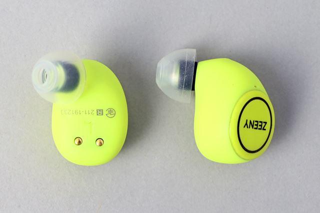 イヤホン本体はオーソドックスな形状。ボタン部分にはLEDも内蔵されている