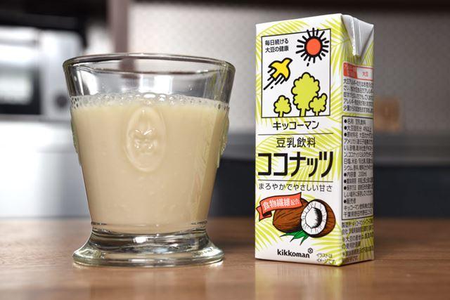 ココナッツミルクパウダーを豆乳にブレンド。食物繊維は3.8gを配合