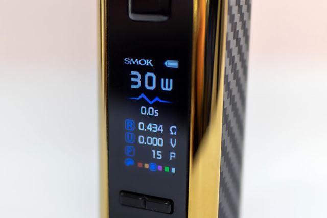 使用時間やバッテリー残量などが表示されるカラーディスプレイ(カラー液晶はMODでもまだ少ない)