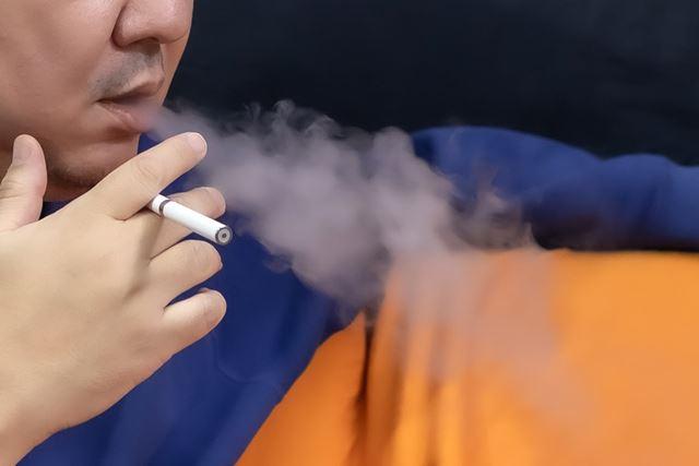 この持ち方ができるかどうかが、紙巻きタバコからの切り替えユーザーには重要だ