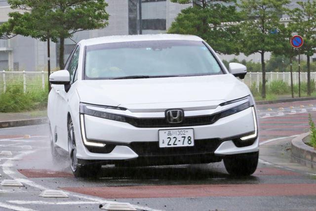 588万円の高級セダン、ホンダ「クラリティPHEV」に試乗!