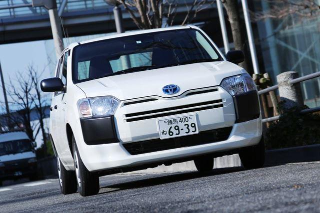 トヨタ「プロボックス」「サクシード」ついに追加されたハイブリッドに試乗!実燃費も測定
