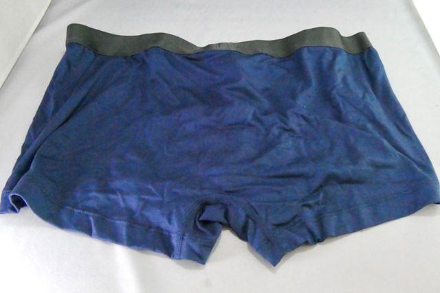 うしろは縫い目のないシームレス構造。腰ゴムも締め付けは適度でキツキツな感じはしません