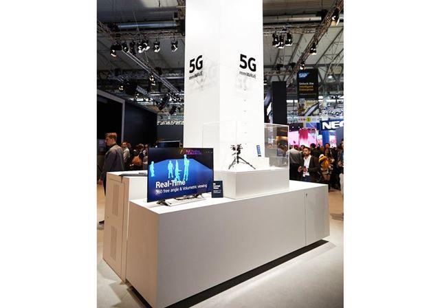 MWC2019のソニーブースでも5G対応の試作スマートフォンが展示されていた