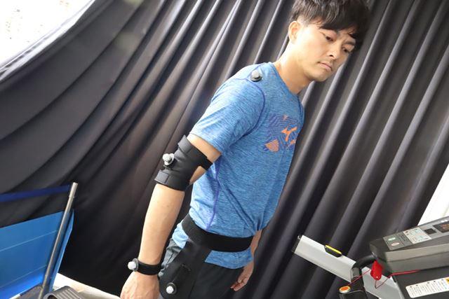 マーカーを取り付ける場所は、肩やひじ、太もも、足首など