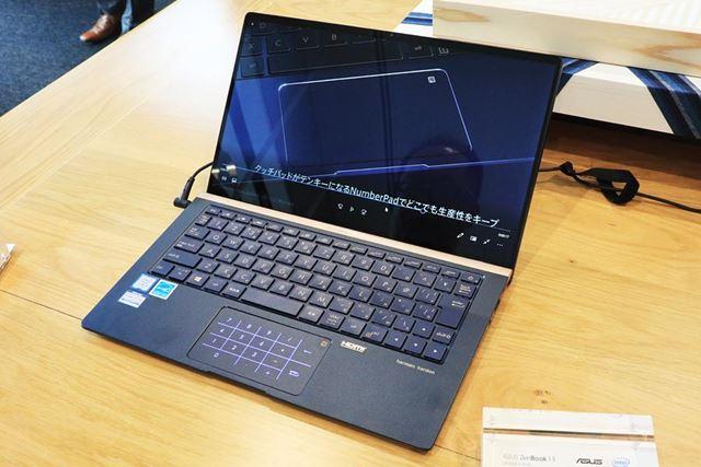 Core i5モデルはディスプレイが光沢仕上げ