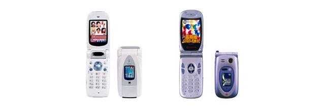 ドコモ「D505i」(左)、J-PHONE(Vodafone)「J-SH53」(右)