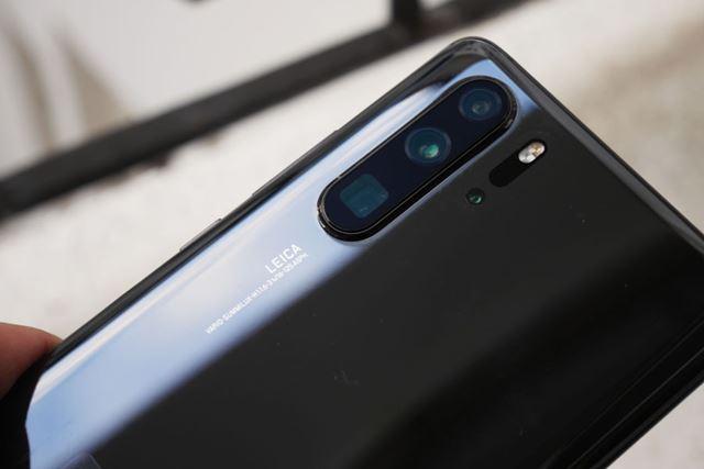 ライカ3眼+ToF(深度センサー)という4眼カメラを搭載