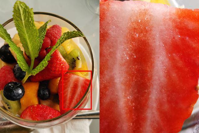 左の赤枠を接写したのが右の写真。いちごの繊維まではっきりと映っている