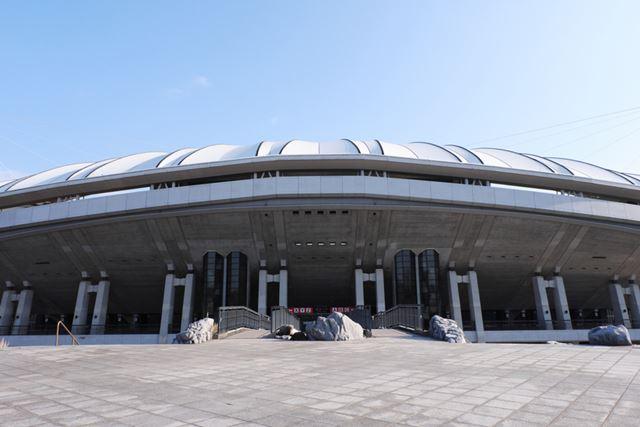 レノファ山口のホームは維新百年記念公園内にある「維新みらいふスタジアム」(収容人数/約20,000人)