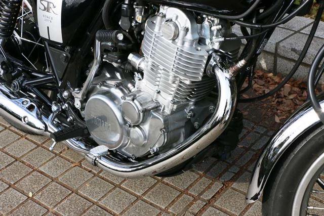 エンジンはシルエットも歴代モデルと同様の499ccの空冷単気筒。このエンジンの造形にもファンが多い