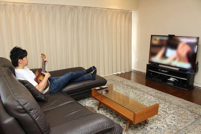 自宅でテレビを見つつ、ふと手に取って弾く……なんていう感じで気軽に演奏できちゃいます