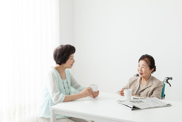 よりよい介護をするためにも、親の年金の額を知っておくことが大切です(画像はイメージ)