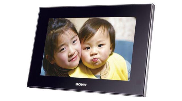 デジタルフォトフレームブームを根付かせた、ソニー「DPF-V900」