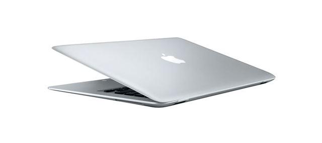 その薄さとスタイッリッシュさに誰もが衝撃を受けたであろう「MacBook Air」