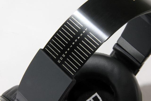 ヘッドバンド部は長さを13段階から調整可能